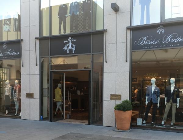 Concluso il prestigioso negozio Brooks Brothers a Nizza